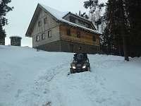 příjezdová cesta zima - pronájem chalupy Ostružná