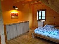 žlutý pokoj v 1.patře - Ostružná