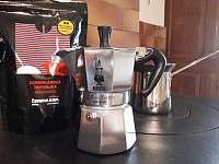 kávovar - moka konvička - chalupa k pronajmutí Janov