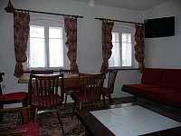 Pohled na společenskou místnost - chalupa k pronajmutí Nové Losiny