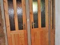 vstup do dvou koupelen - chalupa k pronájmu Nové Losiny