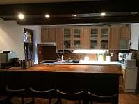 Chata Zuzana - Kuchyň s barovým pultem - Přemyslov