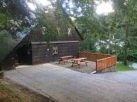 Chata Zuzana - Pohled na parkoviště/vjezd/zpevněná plocha - ubytování Přemyslov