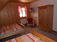 jeden z pokojů v patře - Suchá Rudná