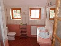 jedna z koupelen - chalupa k pronajmutí Suchá Rudná