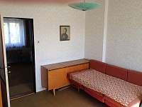 1-pokoj v patře