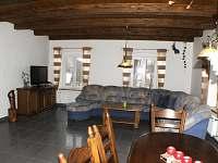společenská místnost s TV - chalupa ubytování Nové Vilémovice