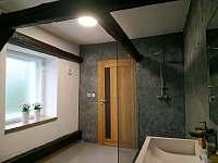 Koupelna v patře - chalupa k pronájmu Široká Niva