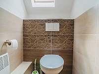 WC v patře - chalupa k pronajmutí Široká Niva