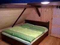 Ložnice zelená - chalupa k pronajmutí Josefův Důl