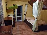 ložnice v 1.patře - chalupa k pronajmutí Heřmanice