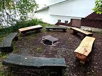 místo pro grilování a venkovní posezení - chata k pronájmu Josefův Důl