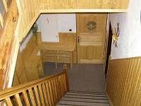 schodiště k jednotlivým pokojům