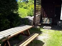venkovní posezení - chalupa k pronajmutí Desná v Jizerských horách