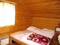 Ložnice č. 1 s manželskou postelí - srub k pronajmutí Zlatá Olešnice