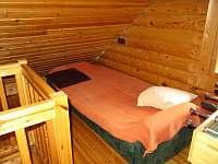 Otevřená ložnice v 1. patře - pronájem srubu Zlatá Olešnice