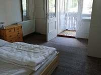 Vstup na balkon z ložnice - chata k pronájmu Liberec