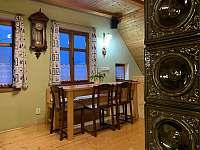 Obývací pokoj s jídelním stolem - pronájem apartmánu Albrechtice v J. h. - Mariánská Hora