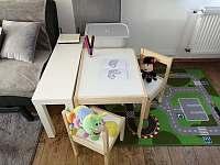 Obývák s ložnicí-manželská postel, možnost 2 přistýlek na rozkládacích pohovkách - pronájem apartmánu Lučany nad Nisou