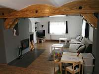 Obývák s ložnicí-manželská postel, možnost 2 přistýlek na rozkládacích pohovkách - Lučany nad Nisou