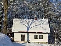Chalupa 4 kafky v zimě - k pronájmu Hodkovice nad Mohelkou- Záskalí