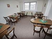prostorný salonek k příjemnému posezení - Držkov