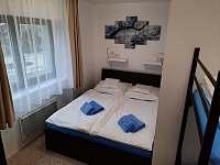 modrý apartmán - ložnice - k pronajmutí Josefův Důl