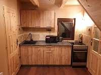 Plně vybavená kuchyňská linka - pronájem chaty Smržovka