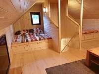 První patro - ložnice/společenská místnost - pronájem chaty Smržovka