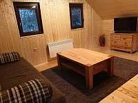 První patro - ložnice/společenská místnost - chata k pronájmu Smržovka