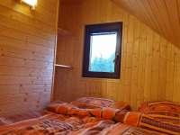 První patro - ložnice/společenská místnost - chata k pronajmutí Smržovka