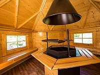 Interiér grilovacího domku - Kořenov - Polubný