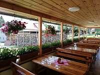 Zastřešená terasa restaurace - ubytování Kořenov - Polubný