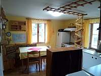 kuchyň od vchodu - chata k pronájmu Raspenava - Peklo