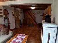 obývák focený z výklenku - chata ubytování Raspenava - Peklo