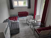obývací pokoj - vila k pronájmu Nové Město pod Smrkem
