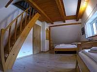 Severní pokoj s mezonetovým spaním - chalupa k pronajmutí Albrechtice v J. h. - Mariánská Hora