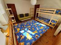 Čtyřlůžkový pokoj v přízemí s přistýlkou - chalupa k pronajmutí Albrechtice v Jizerských horách