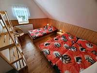 Třílůžkový pokoj v patře vpravo - Albrechtice v Jizerských horách