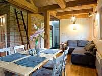 Obývací prostor rozkládaci sedačka - chata k pronajmutí Fojtka
