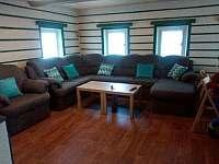 Společenská místnost - chalupa ubytování Desná