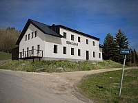 Chata sokolská - příjezd - k pronájmu Desná