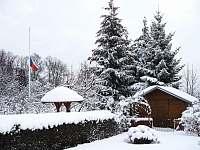 zahrada- výhled z terasy - rekreační dům k pronajmutí Liberec