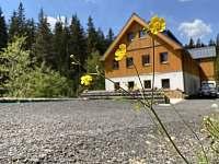 chata s příjezdovou cestou - Josefův Důl