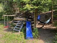 pyramida s klouzačkou a houpací sítí - Josefův Důl