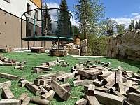 trampolína s dřevěnou stavebnicí - ubytování Josefův Důl