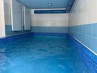 vnitřní vyhřívaný bazén - Josefův Důl