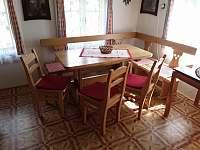 Jídelní kout v kuchyni - roubenka ubytování Helkovice