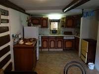 Kuchyň (z chodby vlevo)