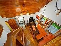 Obývací pokoj s jídelní částí - chalupa ubytování Jiříčkov